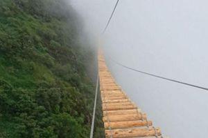 Khám phá cầu treo mạo hiểm vắt vẻo trên núi cao ở Sapa