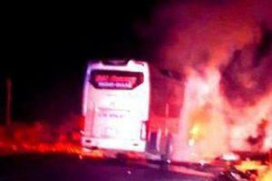 Kon Tum: Xe khách giường nằm bất ngờ bốc cháy, nhiều người thoát nạn