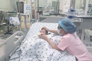 Bé 15 tháng tuổi bị bệnh tay chân miệng biến chứng nặng được cứu sống