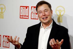 Tesla gây sốc khi đổi chức danh Giám đốc tài chính thành 'Bậc thầy tiền ảo'