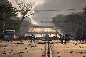 Lo ngại binh biến hỗn loạn, hơn 400 cảnh sát, lính cứu hỏa ở Myanmar vượt biên