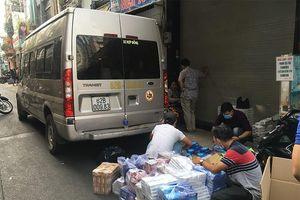 Dùng xe khách chở thuốc lá lậu từ Long An lên TP.HCM