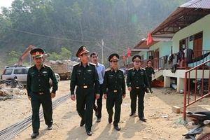 Quân khu 5 kiểm tra công tác xây dựng nhà sinh hoạt cộng đồng xã Trà Leng
