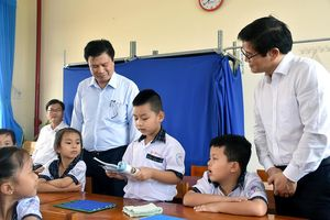 Thứ trưởng Nguyễn Hữu Độ thị sát thực hiện CTGDPT mới tại Long An