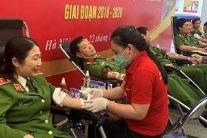 Gần 200 CBCS Cảnh sát tham gia hiến máu tình nguyện