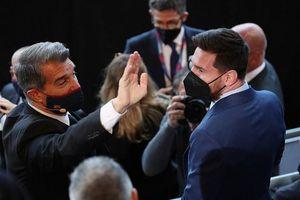 Chủ tịch Barcelona xin lỗi Lionel Messi