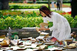 Những kiểu bán sách dạo trên phố xưa