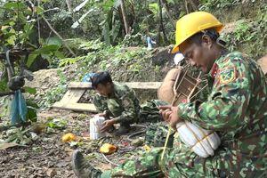Đà Nẵng: Bộ đội dùng thuốc nổ đánh sập 29 hầm vàng trái phép
