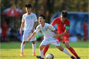 Bóng đá chuyên nghiệp: đường lớn đã mở cho tài năng trẻ địa phương