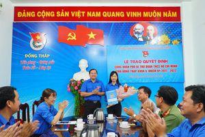 Chị Nguyễn Thị Thúy Lam nhận quyết định làm Phó Bí thư Tỉnh đoàn Đồng Tháp