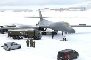 'Hiệp sỹ bóng đêm' B-1B của Mỹ lần đầu hạ cánh tại Bắc Cực, gửi thông điệp ngầm tới Nga