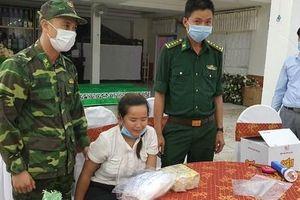 Bắt giữ 2 cô gái đang vận chuyển 4.000 viên ma túy tổng hợp và 2kg ma túy đá