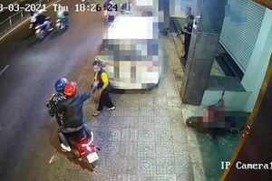 TP.HCM: 1 phụ nữ bị tạt mắm tôm, đe dọa ngay trước công ty