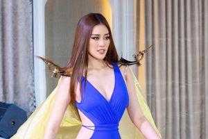 Vì sao siêu mẫu Vũ Thu Phương chê Hoa hậu Khánh Vân kém duyên ngay trên truyền hình?