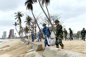 Tuổi trẻ BĐBP Đà Nẵng chung tay làm sạch biển
