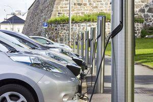 Doanh số toàn cầu ô tô điện tăng 39%