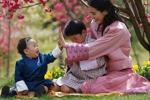 Quốc vương và Hoàng hậu Bhutan mừng con trai một tuổi