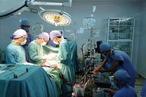 Nữ bệnh nhân vỡ tim do tai nạn giao thông trở về từ cõi chết
