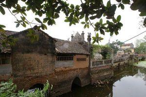 Độc lạ cây cầu có hình chiếc thuyền nan úp ngược ở Hà Nội
