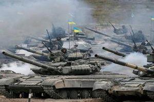Ukraine điều 450 xe tăng và hàng chục nghìn quân áp sát Donbass