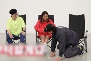 Bi Rain quỳ gối trước Lee Hyori