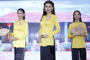 Các thí sinh khoe sắc trong bán kết Hoa khôi Đại học Nam Cần Thơ