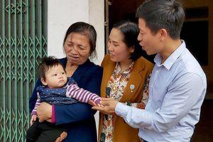 Nước mắt hạnh phúc của người mẹ mang gen bệnh hiếm