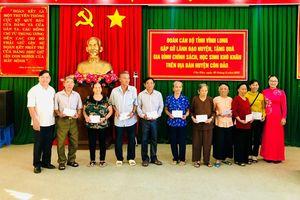 Lãnh đạo tỉnh Vĩnh Long thăm, tặng quà gia đình chính sách tại Côn Đảo