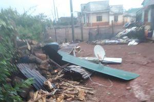 Mưa lớn kèm lốc xoáy gây thiệt hại nặng nề ở nhiều địa phương