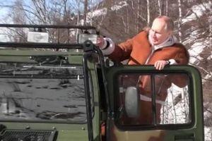 Xem TT Putin lái xe bánh xích băng rừng tuyết cùng Bộ trưởng Quốc phòng