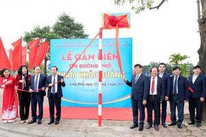 Hà Nội gắn biển tuyến phố Phạm Khắc Quảng tại quận Long Biên
