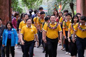 Gương mặt trẻ Việt Nam tiêu biểu dâng hương báo công các Vua Hùng