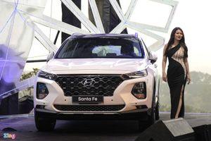 Hyundai Santa Fe giành lại 'ngôi vương' doanh số ở phân khúc SUV 7 chỗ