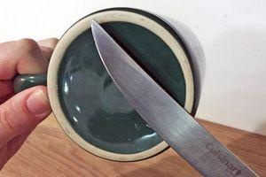 Dùng giấm đổ vào dao cùn tưởng nghịch dại ai ngờ kết quả bất ngờ