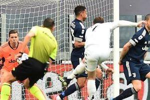 Ronaldo có hành động đặc biệt trong ngày Juve thua 'muối mặt'