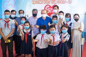 Thầy Park với 'Chung một tấm lòng mua vaccine'