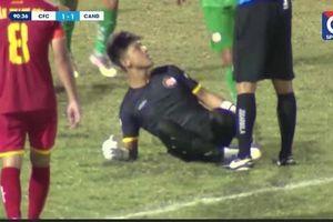 Án phạt cho thủ môn ăn mừng khiêu khích trọng tài