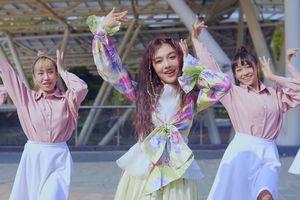 Hoàng Duyên tung bản dance 'Chàng trai sơ mi hồng' mừng MV chính thức vượt mốc 3 triệu view