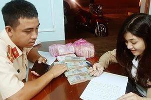 CSGT vượt hàng chục km giúp cô gái tìm lại hơn 100 triệu đồng