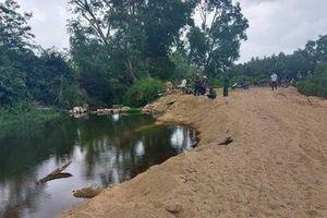 Học sinh lớp 7 tử vong dưới hố sâu do khai thác cát trái phép