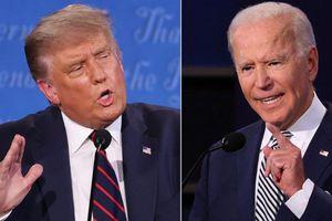 Ông Trump châm chọc Tổng thống Biden 3 lần vấp cầu thang Không lực Một