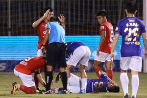 Hà Nội FC thắng trận thứ ba liên tiếp trong ngày Hùng Dũng dính chấn thương nặng