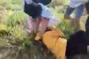Cô gái nghi mang thai bị đánh: Ôm bụng xin cũng...không tha