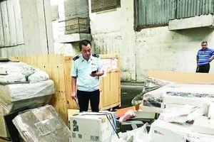 Trưng cầu giám đinh lô hàng máy tính, 1000 màn hình điện thoại iPhone và thiết bị y tế bị tịch thu