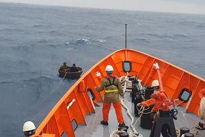 Chìm tàu, 2 thuyền viên được ứng cứu kịp thời