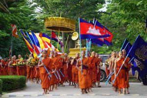 Ông Hun sen chỉ đạo các chùa rung chuông, đánh trống để chống Covid-19