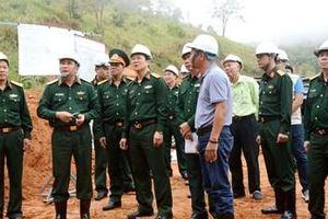 Trung tướng Phùng Sĩ Tấn kiểm tra dự án đường Trường Sơn Đông