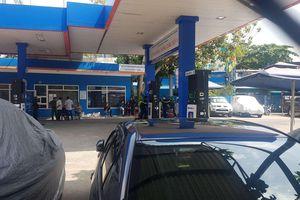 Công an phong tỏa, khám xét một cửa hàng xăng dầu ở quận Gò Vấp