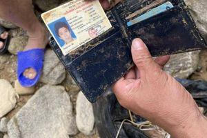 Tìm kiếm 11 công nhân tại Rào Trăng: Ứa nước mắt khi thấy các vật dụng