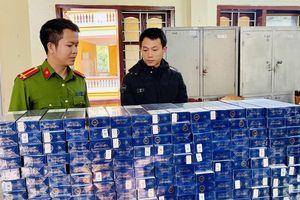 Bắt đối tượng vận chuyển 1.600 bao thuốc lá ngoại nhãn hiệu 555 nhập lậu